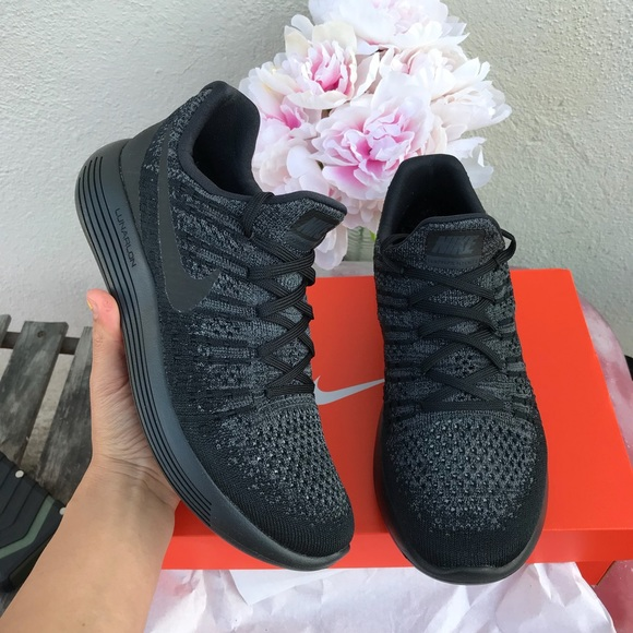 NIKE womens authentic lunar flyknit2 Sz 9 New
